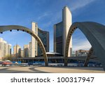 Stock photo toronto city hall in nathan philips square 100317947