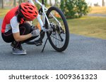 female cyclist fix the problem... | Shutterstock . vector #1009361323