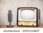 retro classic old outdated tv... | Shutterstock . vector #1055110607
