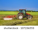 ������, ������: Tractor with rotary rakes
