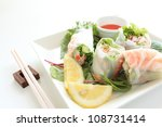 Vietnam food, rice paper spring roll with shrimp - stock photo