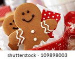 Smiling Gingerbread Men Nestle...