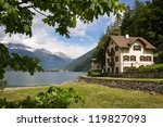 Villa Near The Lake Lago Di...