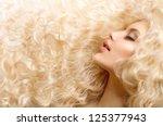 ������, ������: Curly Hair Fashion Girl