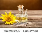 Постер, плакат: Decanter of sunflower oil