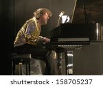 Постер, плакат: Chilly Gonzales Jason Beck
