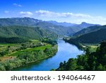 Постер, плакат: Ebro River passing through