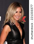 Постер, плакат: Ashley Tisdale at the