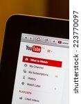 Постер, плакат: YouTube website home page