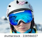 Постер, плакат: Woman in ski goggles