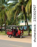 Постер, плакат: Tuk tuk moto taxi parked