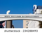 Постер, плакат: Sony Pictures studios entrance