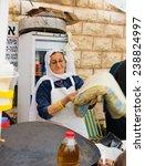 Постер, плакат: A woman preparing pita