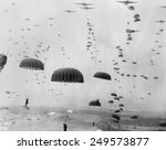 ������, ������: Allied aircraft drop paratroopers