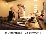 Постер, плакат: Stylist applying make up