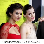 Постер, плакат: Nina Dobrev and Emma