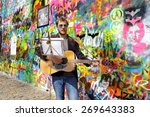 Постер, плакат: Street Busker performing Beatles