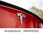 Постер, плакат: Tesla Motors logo on