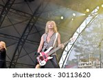 Постер, плакат: Def Leppard performs at