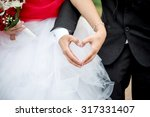 Newlyweds Show The Shape Of Th...