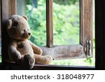 Teddy Bear Sit And Waiting At ...