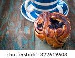 swedish cinnamon berry bun... | Shutterstock . vector #322619603