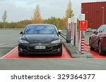 Постер, плакат: Three Tesla Model S