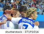 Постер, плакат: Dynamo Kiev team celebrates