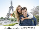 young couple visiting paris   Shutterstock . vector #432276913