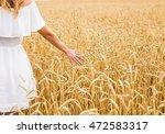 close up of a woman's hand... | Shutterstock . vector #472583317