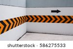 turn right at this corner  sign ...   Shutterstock . vector #586275533