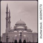 sharjah noor mosque in b w