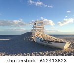 jones beach life boat and life... | Shutterstock . vector #652413823