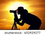 female photographer silhouette... | Shutterstock . vector #652929277