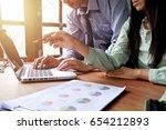 business team meeting present... | Shutterstock . vector #654212893
