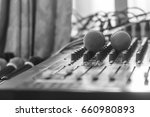 the microphone on the audio...   Shutterstock . vector #660980893