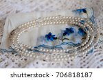 White And Clear Beaded Necklac...