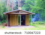 Tiny wooden bungalow with bedroom, kitchen, bathroom and smoking barbecue, vacation rental in the forest, Netherlands