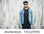 hipster man having fun smiling... | Shutterstock . vector #731125543