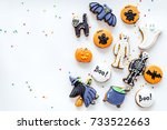 bright halloween gingerbread... | Shutterstock . vector #733522663