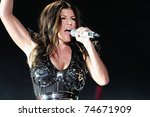 Постер, плакат: Vocalist Fergie of the