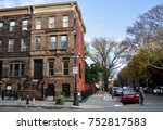 classic brownstone with street... | Shutterstock . vector #752817583