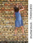 the girl climbs to the wall   Shutterstock . vector #754041853