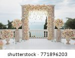 Elegant Wedding Arch With Fres...