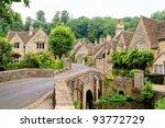Picturesque Cotswold Village O...