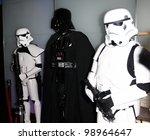 Постер, плакат: Darth Vader between two