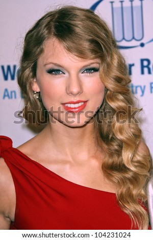 taylor swift at the eif's women'