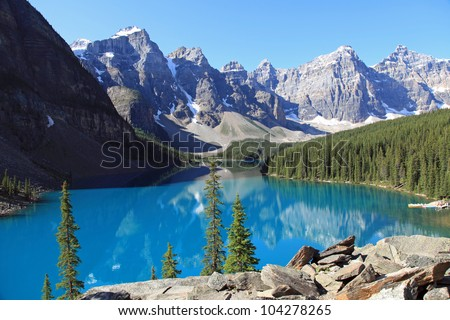 beautiful moraine lake in banff