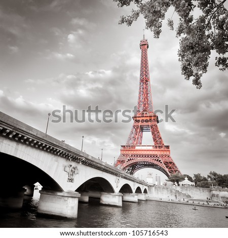 eiffel tower monochrome