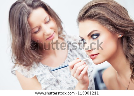 make up artist applying